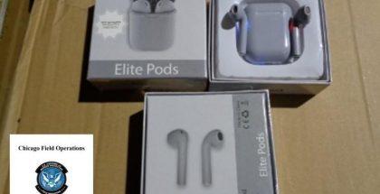 Tullin julkaisema kuva AirPods-kuulokkeiden kopioista.