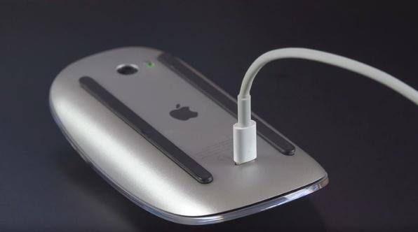 Applen Magic Mousen latausratkaisu näyttää typerältä.