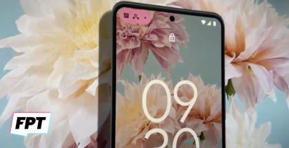 Android 12:n uudistuva lukittu näkymä sisältää kookkaan kellonajan. Kuvankaappaus FPT:n videolta.