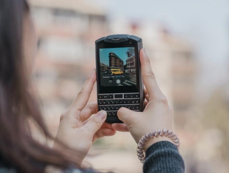 Titan Pocket on uusi vaihtoehto QWERTY-puhelinten markkinoille.