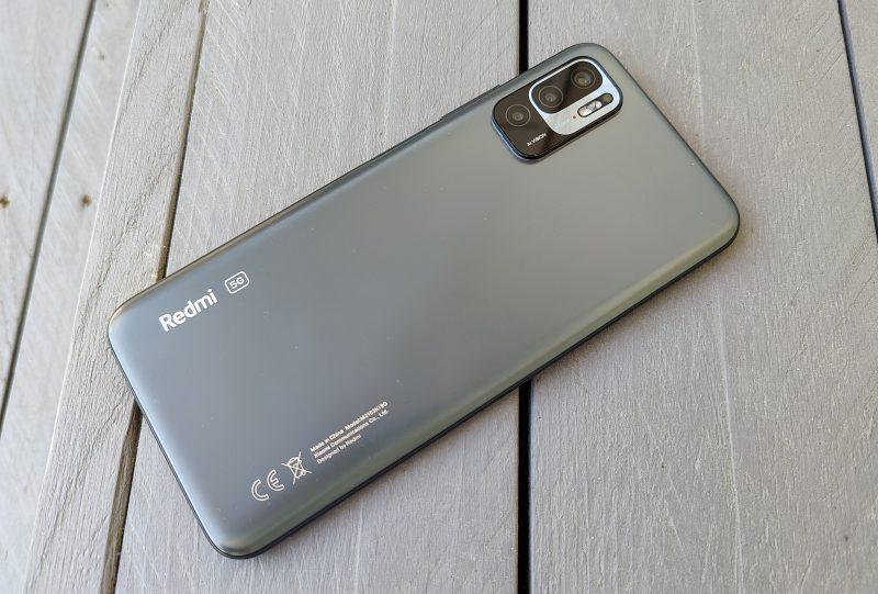 Redmi Note 10 5G:n runko on muovinen.