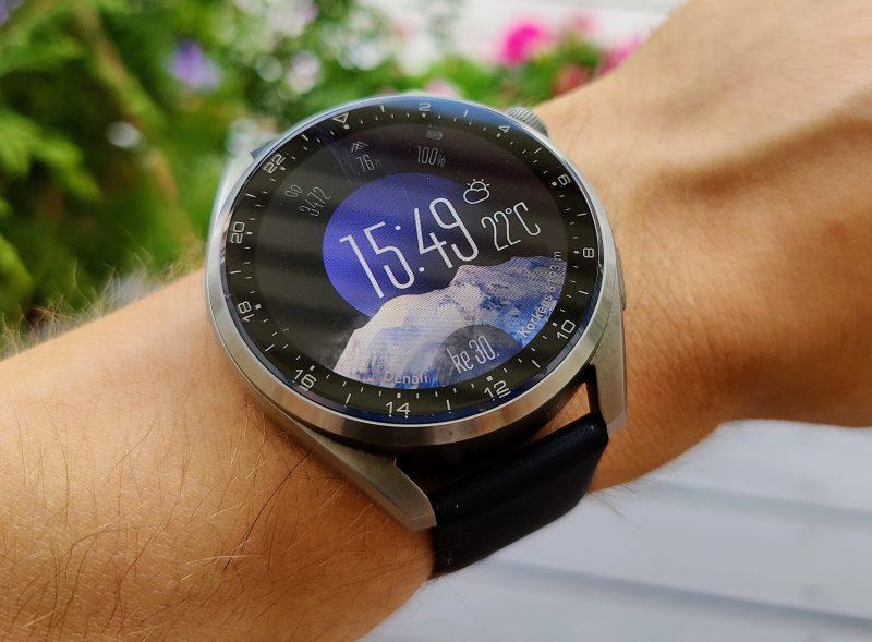 Huawei Watch 3 Pron kellotaulua kiertää takometri, jolla voi mitata matkaa manuaalisesti.