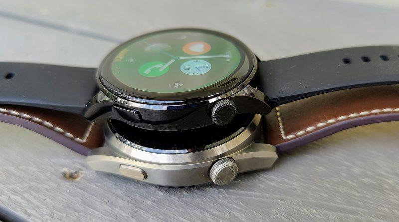 Molemmissa kelloissa on kaksi painiketta.