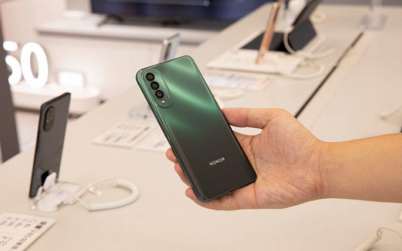 Honor X20 SE vihreänä.