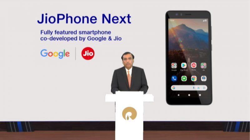 Reliance Industriesin Mukesh Ambani esitteli uuden älypuhelimen.