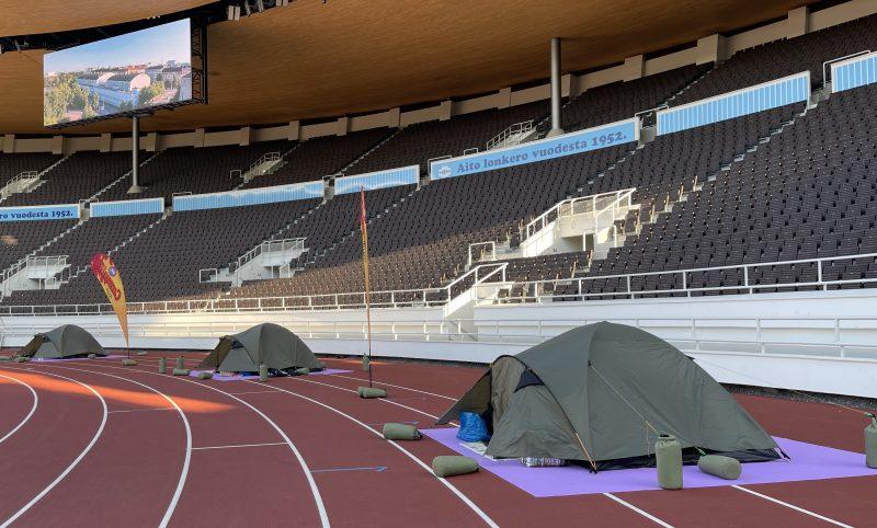 HK:n arvonnan voittajat yöpyivät Olympiastadionille pystyttämissään teltoissa.