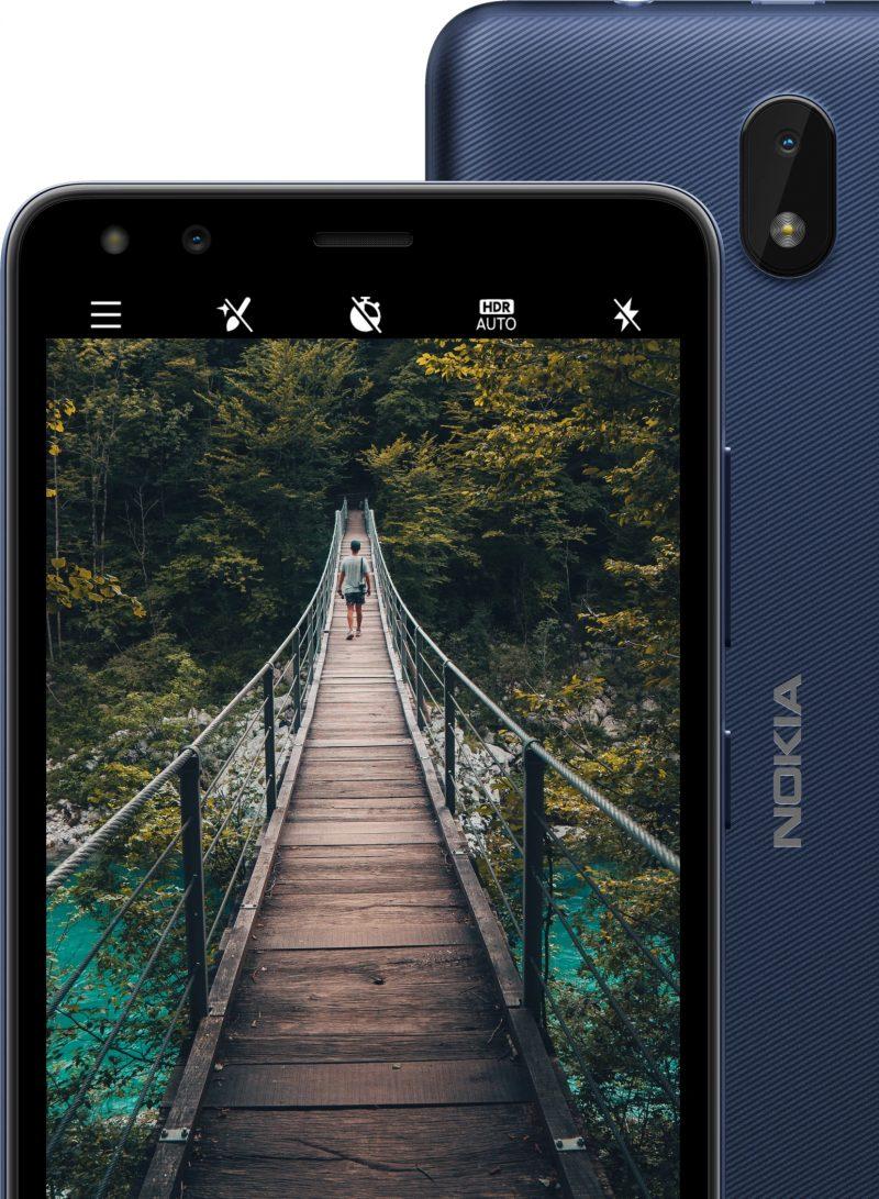 Nokia C1 2nd Editionissa on sekä edessä että takana 5 megapikselin kamera sekä LED-kuvausvalo.