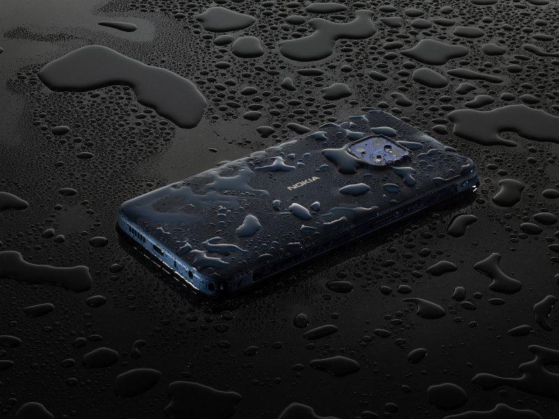 Nokia XR20 on vedenkestävä.