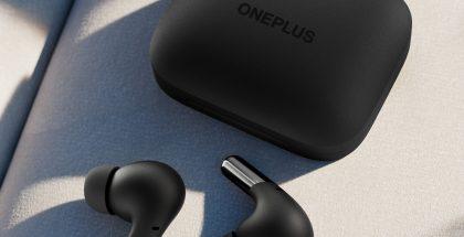 OnePlus Buds Pro -kuulokkeet ja latauskotelo mustana.