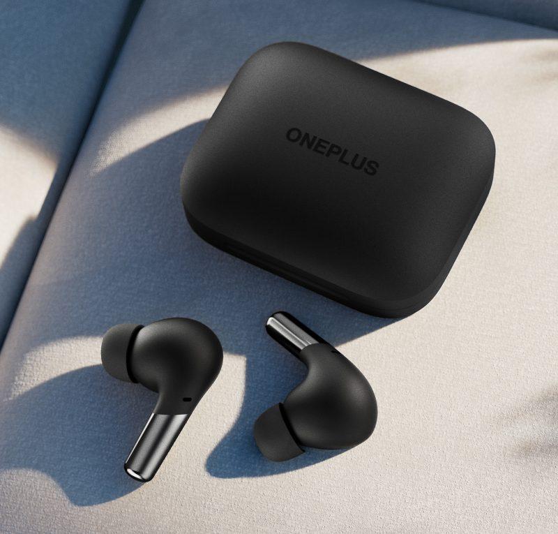 OnePlus Buds Pro -kuulokkeet saa valkean lisäksi mustana. OnePlus Buds Pro -kuulokkeet ja latauskotelo mustana.