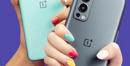 OnePlus Nord 2 5G:n värivaihtoehdot Turkoosi (Blue Haze) ja Harmaa (Gray Sierra).