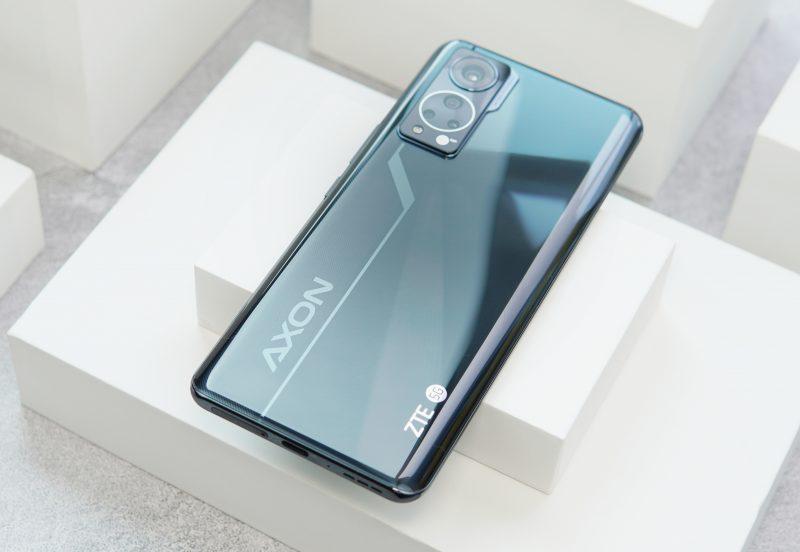 ZTE Axon 30 5G:ssä on neljä takakameraa.