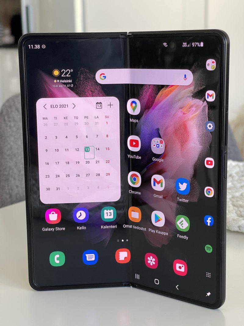 Galaxy Z Fold3:n sisänäyttö on kooltaan yhä 7,6 tuumaa.