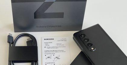 Esimerkiksi Galaxy Z Fold3 5G:n myyntipakkauksen sisältö on vähäinen: vain kaapeli ja SIM-korttikelkan avaustyökalu.