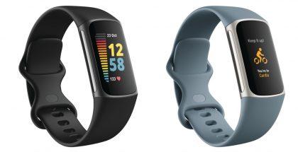 Fitbit Charge 5, musta Black / Graphite ja sininen Steel Blue/Platinum.
