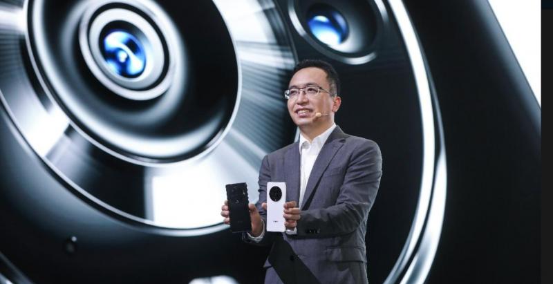 Honorin toimitusjohtaja George Zhao julkisti Magic3-puhelimet.