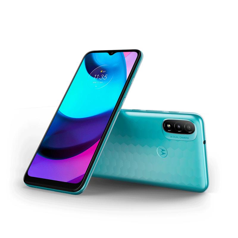 Motorola-älypuhelin, jonka mallinimestä ei ole varmuutta, vuotaja Evan Blassin julkaisemassa kuvassa.