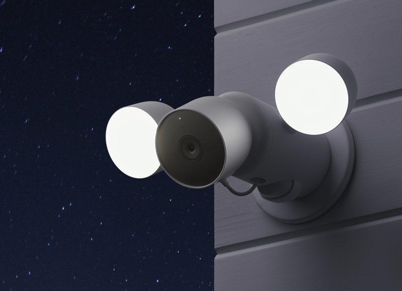 Nest Cam valonheittimellä.