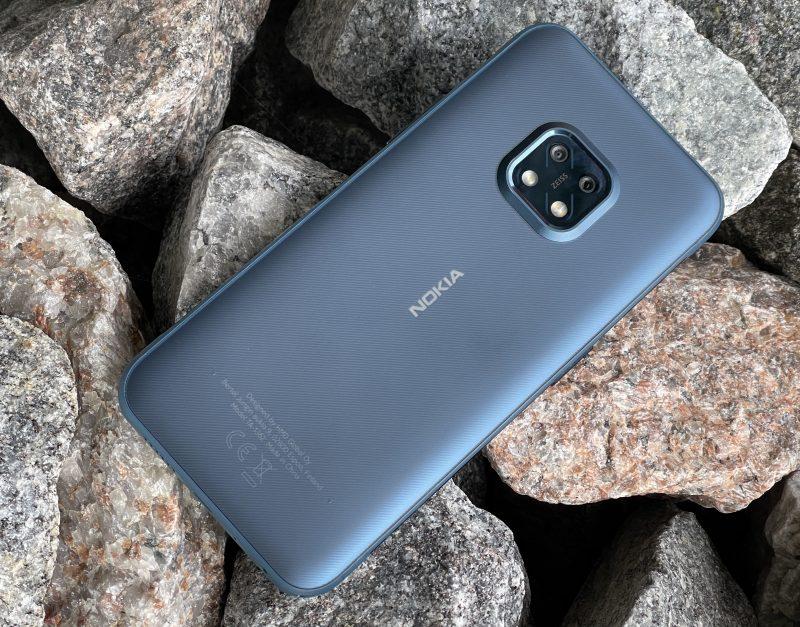 Nokia XR20 on suunniteltu kestäväksi. Takapinta on polymeerimateriaalia eli muovia, ja sisältää miellyttävän 3D-nanotekstuuriviimeistelyn.