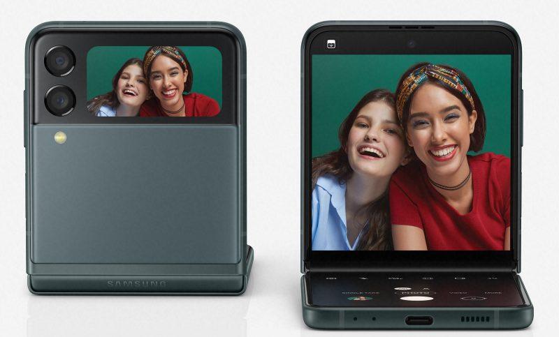 Galaxy Z Flip3 5G:n voi asettaa pystyasentoon pöydälle, eli puhelimessa on ikään kuin sisäänrakennettuna seisontatuki kuvaamiseen.