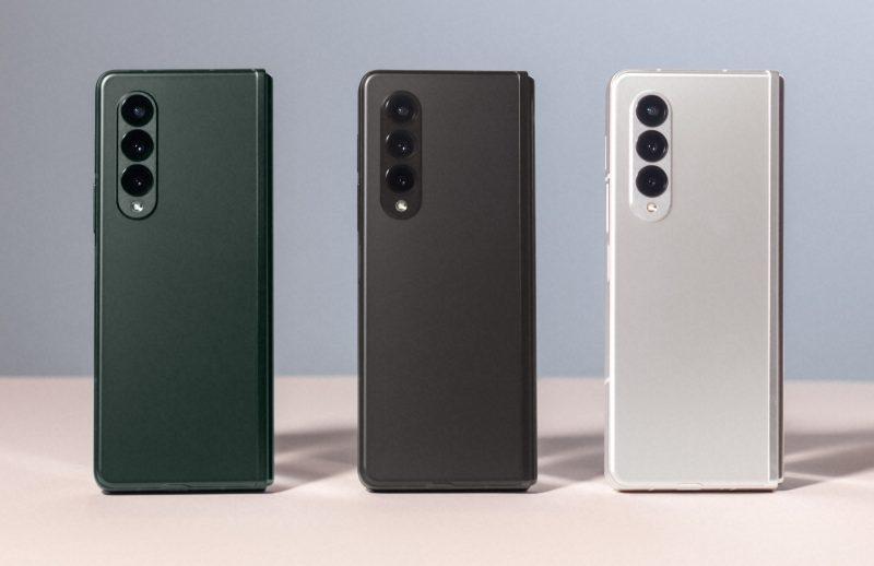 Galaxy Z Fold3 5G: Phantom Green, Phantom Black ja Phantom Silver.