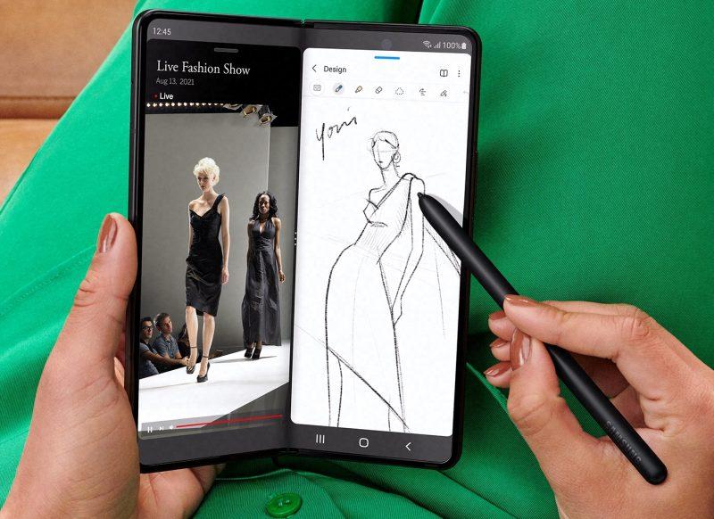 S Pen -kynän kanssa voi esimerkiksi tehdä piirroksia Galaxy Z Fold3 5G:n näytöllä.