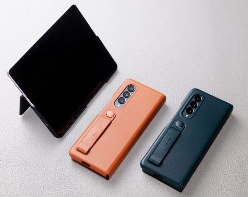Samsung tarjoaa Galaxy Z Fold3 5G:lle erilaisia suojakuoria.