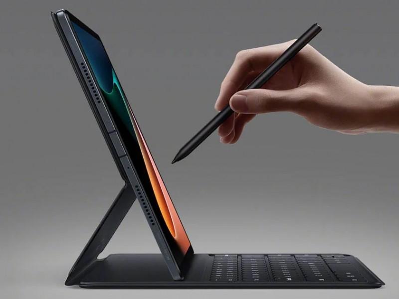 Mi Pad 5 -tableteille Xiaomi tarjoaa myös näppäimistökuoren ja stylus-kynän.