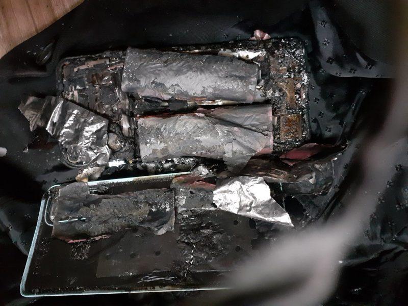 Räjähtänyt OnePlus Nord 2 5G tuhoutui täysin. Kuva: Gaurav Gulati / Twitter.