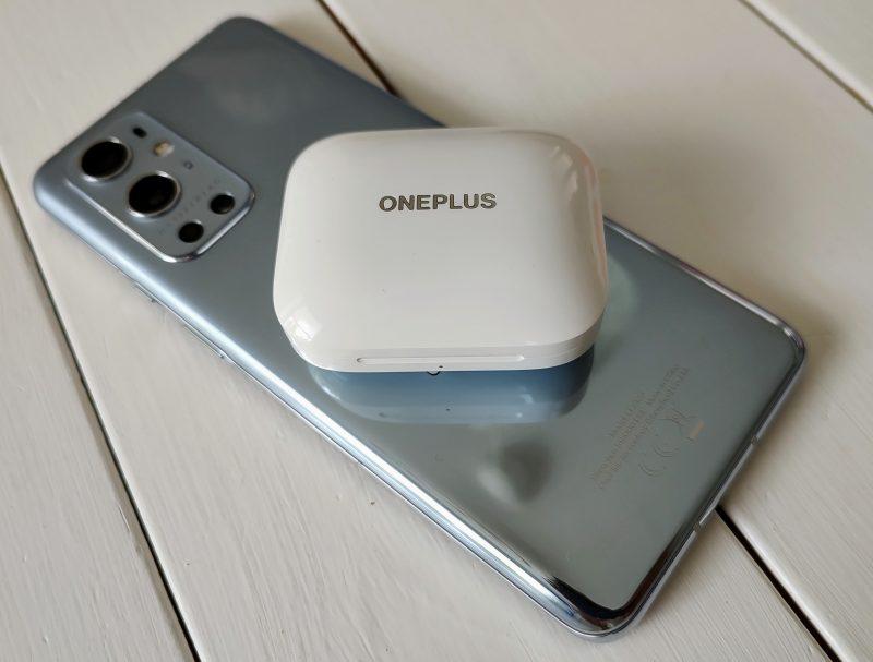 OnePlus Buds Pro -kuulokkeet latautuvat myös langattomasti.