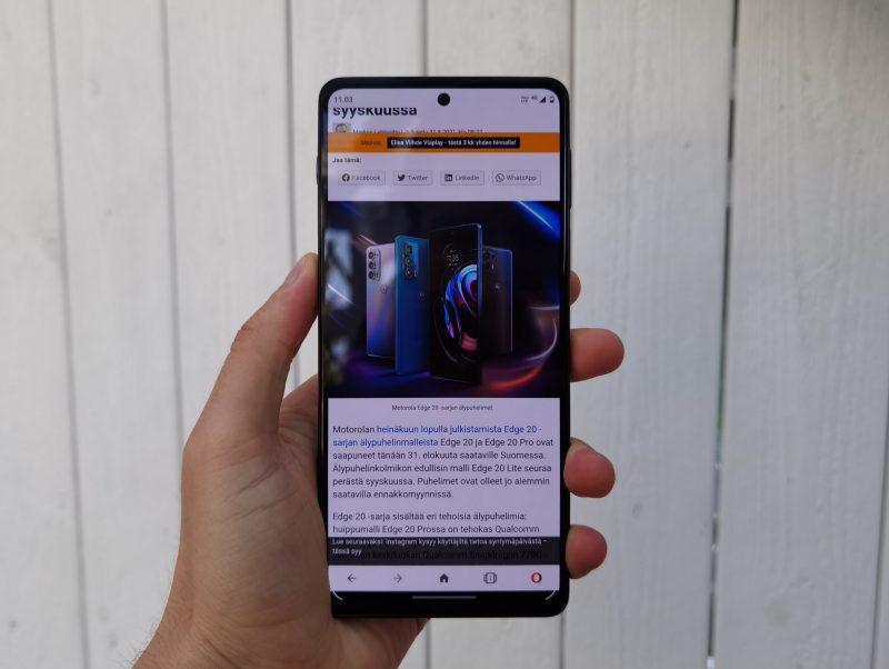 Motorola Edge 20 Pron näyttö on hyvä, muttei erinomainen.