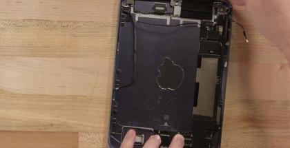 6. sukupolven iPad mini purettuna. Kuvankaappaus iFixitin videolta.