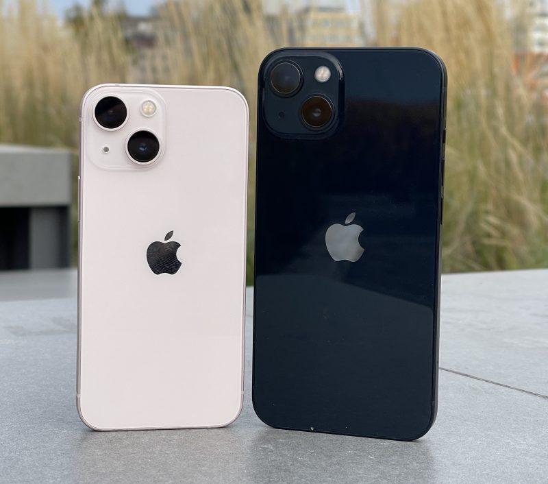 iPhone 13 minin ja iPhone 13:n takapinta on kiiltävää lasia.
