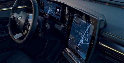 Renault Mégane E-Tech Electricin ohjaamossa on mittaristo- ja keskusnäytöt.