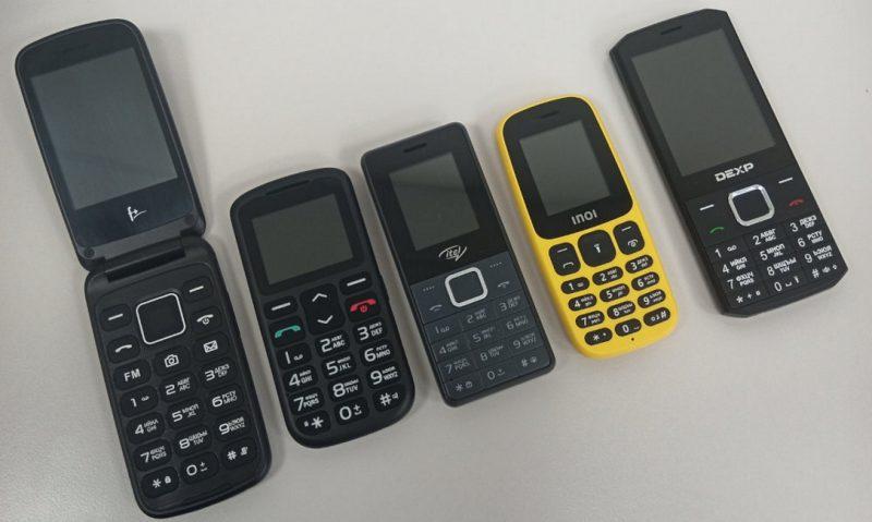 Viisi testattua puhelinta. Kuva: ValdikSS.