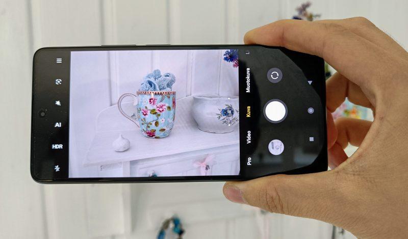 Xiaomi 11T Pron pääkamera ottaa sisätiloissa hienoja kuvia.