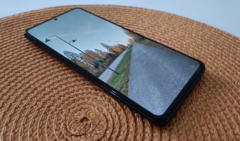 Xiaomi 11T:ssä ja 11T Prossa on sama näyttö.