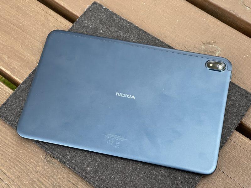 Nokia T20:n runko on alumiinia. Sormenjäljet näkyvät herkästi laitteen takapinnassa.