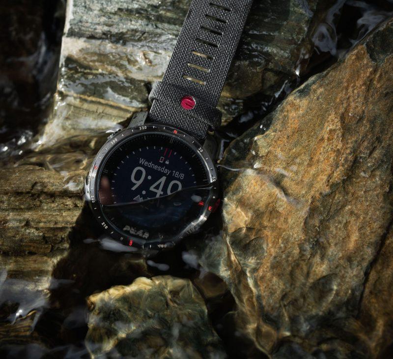 Polar Grit X Pro on vedenkestävä, jopa 100 metrin syvyyteen asti.